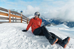 Snowboarder die de overweldigende mening bewonderen Stock Afbeeldingen