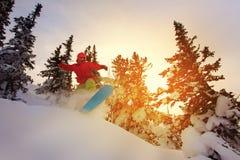Snowboarder die een teenkant doen snijdt Stock Afbeelding