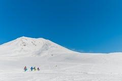 Snowboarder, die einen schönen Winter genießen Stockfoto