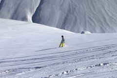 Snowboarder downhill on off piste slope with newly-fallen snow Royalty Free Stock Photos