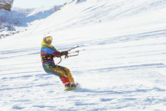Snowboarder dziewczyny jazda na snowboardzie kiting sporty Obraz Stock