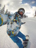 Snowboarder en autorretrato de la acción Imagenes de archivo