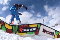Snowboarder en el parque Foto de archivo