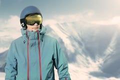 Snowboarder en el top de la montaña Foto de archivo libre de regalías