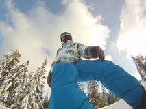 Snowboarder en la acción - deportes extremos Foto de archivo libre de regalías