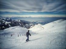 Snowboarder en la cuesta foto de archivo libre de regalías