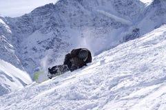 Snowboarder en la cuesta del esquí Fotos de archivo