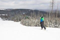 Snowboarder en la montaña de la raqueta, Virginia Occidental Imagen de archivo libre de regalías