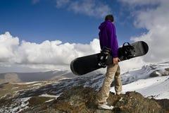 Snowboarder en la tapa de la colina Imagenes de archivo