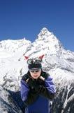 Snowboarder en montagnes de Caucase Photographie stock