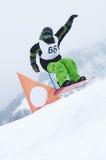Snowboarder en raza Fotos de archivo libres de regalías