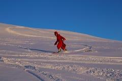 Snowboarder en traje divertido del camarón Fotos de archivo libres de regalías
