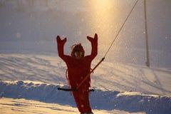 Snowboarder en traje divertido del camarón Imágenes de archivo libres de regalías
