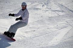 Snowboarder femminile nella neve della polvere Fotografia Stock Libera da Diritti