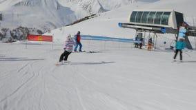 Snowboarder folgen Schuss stock footage