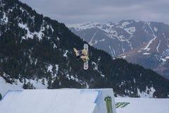 Snowboarder HINATA die TSUJI JPN aan de Totale Strijd 2019 Grandvalira Andorra deelnemen royalty-vrije stock afbeeldingen
