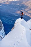 Snowboarder i bergen Arkivfoton