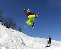 Snowboarder i himlen Royaltyfria Bilder