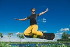 Snowboarder i sommar Royaltyfri Bild