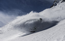 Snowboarder im tiefen Schnee Lizenzfreies Stockfoto