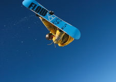 Snowboarder jumping. Royalty Free Stock Photos