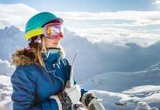 Snowboarder kobieta w górach Elbrus Zdjęcie Royalty Free