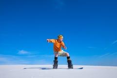 Snowboarder ląduje po skakać na piasek diunie Obraz Stock