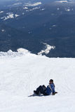 Snowboarder on mountainside Royalty Free Stock Photos