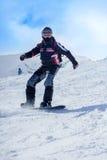 Snowboarder na ação nas montanhas Foto de Stock Royalty Free