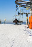 Snowboarder na ławki chairlift Obraz Royalty Free