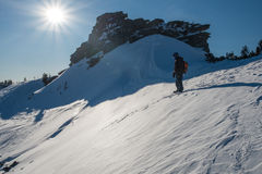 Snowboarder na montanha Imagem de Stock Royalty Free