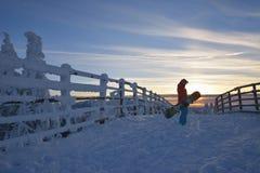 Snowboarder na montanha imagens de stock royalty free