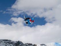 Snowboarder no ar Fotografia de Stock Royalty Free
