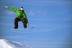 Snowboarder no ar imagem de stock