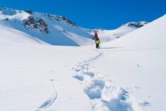 Snowboarder no inverno Fotografia de Stock Royalty Free