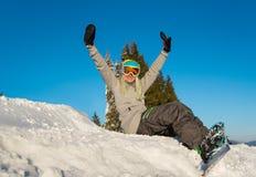 Snowboarder odpoczywa w górach zdjęcie royalty free
