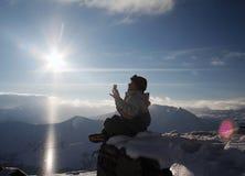 Snowboarder ontspant binnen Royalty-vrije Stock Afbeeldingen