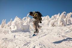 Snowboarder på lutningarna Royaltyfria Bilder