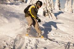 Snowboarder på lutningarna Royaltyfri Bild