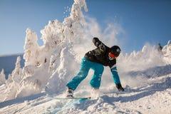 Snowboarder på lutningarna Royaltyfri Foto