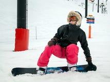 Snowboarder que se baja Imagenes de archivo