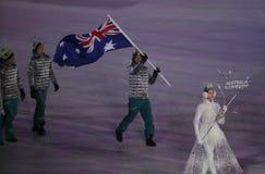 Snowboarder Scotty James, der die Flagge von Australien die australische Olympiamannschaft beim PyeongChang führend 2018 Winter-o Lizenzfreie Stockfotos