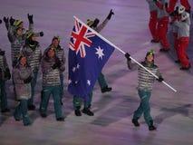 Snowboarder Scotty James, der die Flagge von Australien die australische Olympiamannschaft beim PyeongChang führend 2018 Winter-o Stockfotos