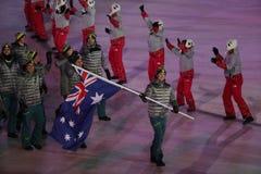 Snowboarder Scotty James, der die Flagge von Australien die australische Olympiamannschaft beim PyeongChang führend 2018 Winter-o Stockbild