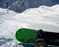 Snowboarder sitting resting on track Royalty Free Stock Photos