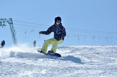 Snowboarder snowboarding on the piste Royalty Free Stock Images
