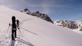 Snowboarder und Skifahrer auf einem Gletscher in den Schweizer Alpen Lizenzfreie Stockfotografie