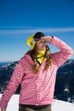 Snowboardermädchen, das oben schaut Stockbild