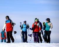 Snowboarders на верхней части горы зимы Стоковое Изображение RF