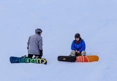 Snowboarders на наклонах Стоковые Фотографии RF